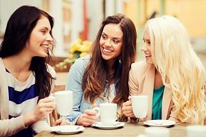 Девушки обсуждают препарат