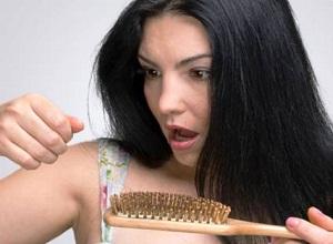 Какие основные причины выпадения волос у женщин