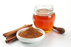 Какие есть рецепты масок для осветления волос с корицей и медом