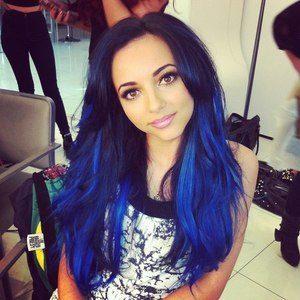 Как выглядит Омбре темные волосы синее