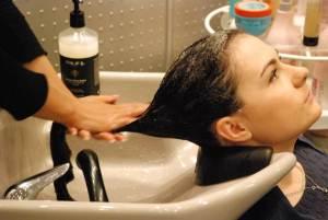 Какая нужна помощь профессионалов при выпадении волос на голове