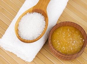 Как приготовить маску из соли и меда для густоты и объема волос