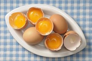 Как приготовить луковую маску с яйцом для волос