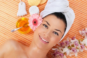 Как с помощью маски придать блеск волосам в домашних условиях