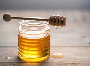 Как приготовить маску с медом для сухих волос