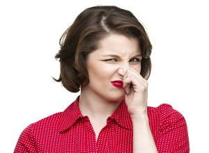 Как избавиться от неприятного лукового запаха?