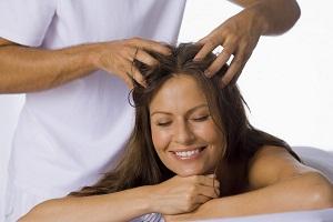 Как действует массаж на кожу головы
