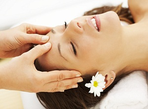 Как массаж помогает справиться с выпадением волос