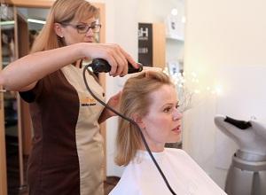 Как вылечить жирность волос?