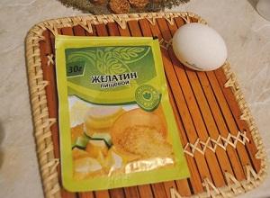 Как приготовить желатиновую маску для волос с яйцом