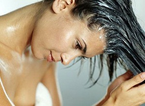 Как с помощью масок и ополаскивания, сделать волосы объемней