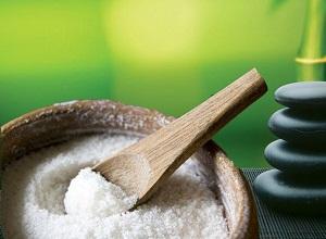 Как приготовить маску для питания волос с солью?
