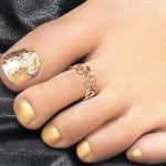 Золотые ногти: педикюр
