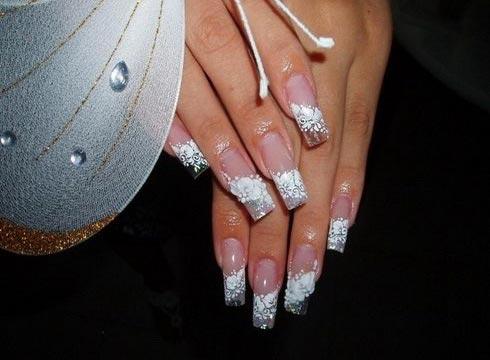 Нарощенные ногти с дизайном кружево