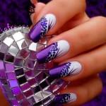 Фиолетовые ногти с украшениями