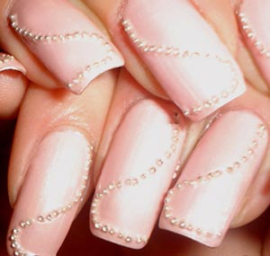 ногти с бульонками