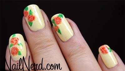розы на ногтях