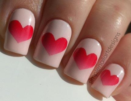 маникюр с сердечками