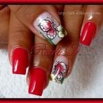 яркий дизайн ногтей с бабочкой