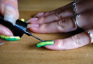 рисунки на ногтях иглой