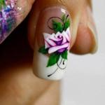 Роспись ногтей: рисунок розы