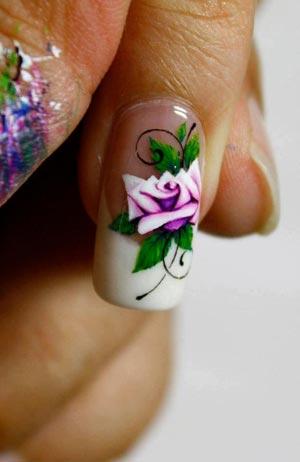 рисунок роза на ногтях