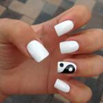 Рисунок на ногтях Инь-Янь + идеи